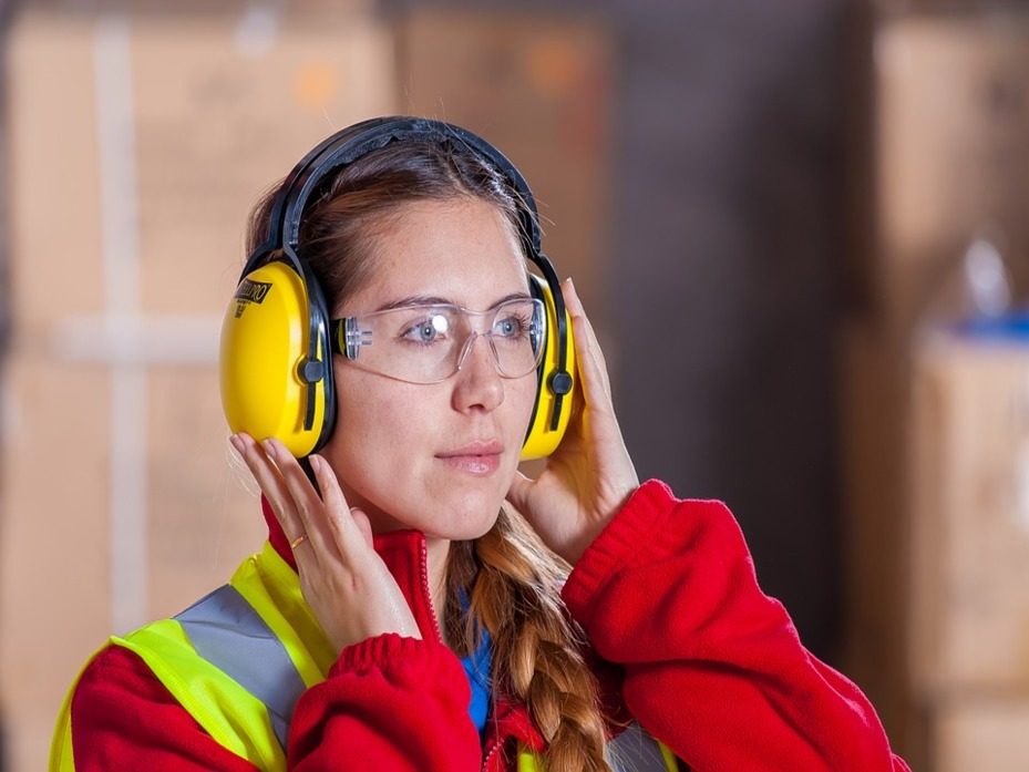 Logistic-Security-Industrial-Work-Clothes-1636403_929x697.jpg